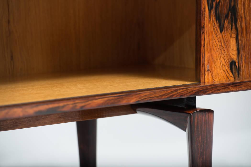 H.W. KLEIN SIDEBOARD por Império dos Sentidos Lda Escandinavo Madeira Acabamento em madeira