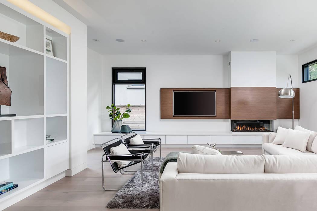 Salon de style  par Frahm Interiors, Moderne