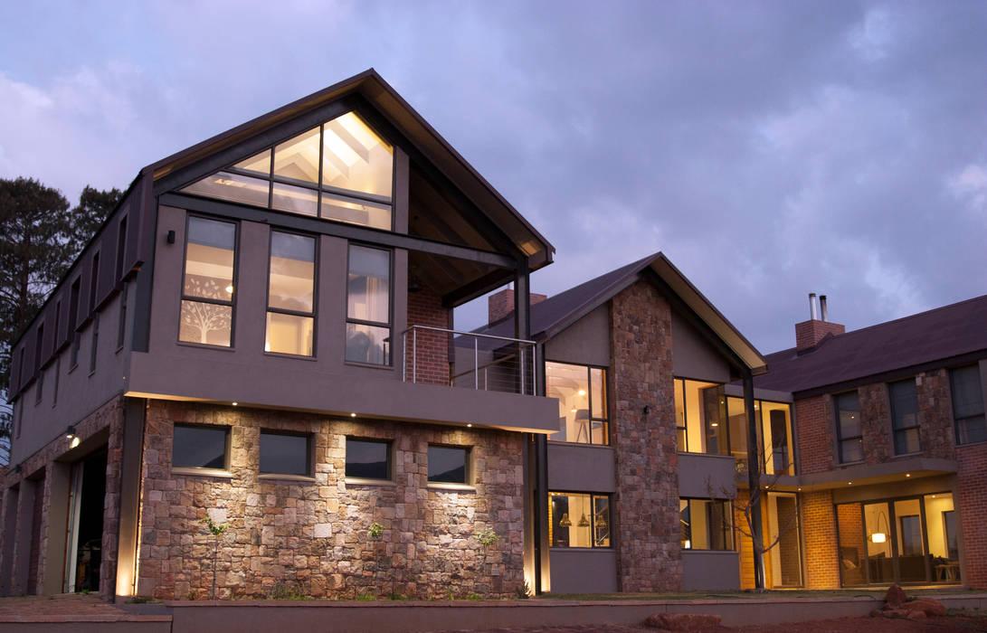 Casas  por Urban Habitat Architects, Rústico