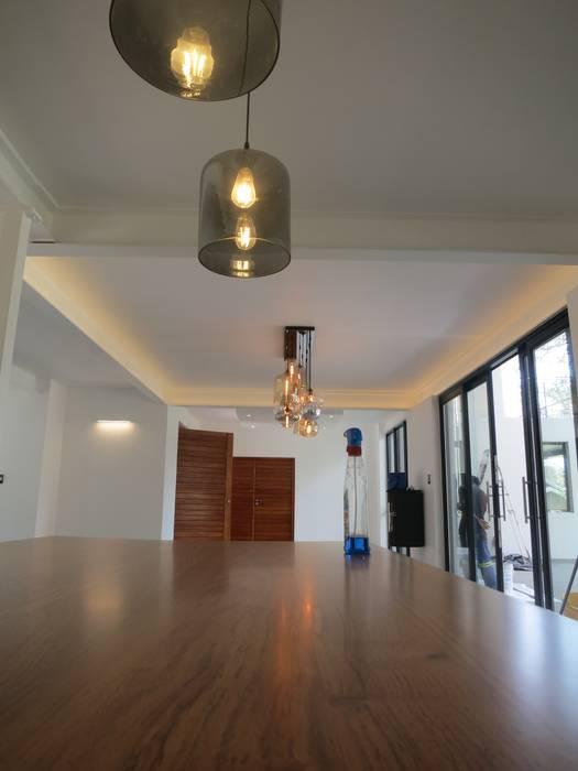 Modern Kitchen by Urban Habitat Architects Modern