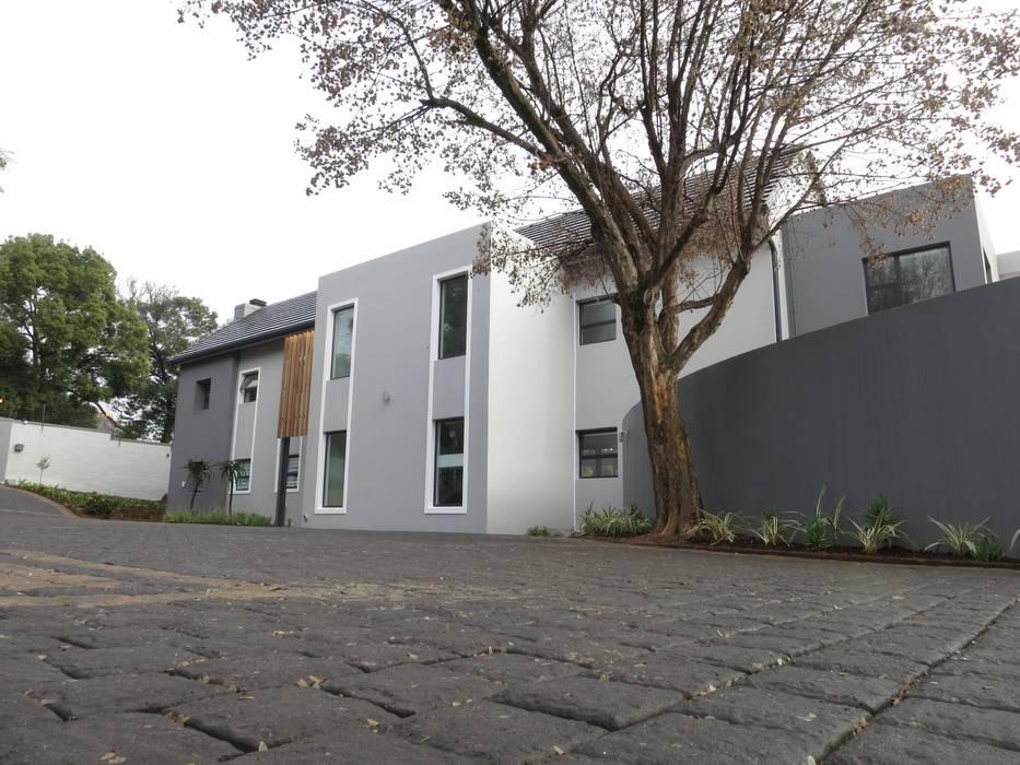 Modern Houses by Urban Habitat Architects Modern