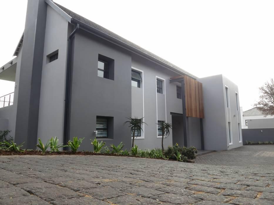 House Moosa Modern houses by Urban Habitat Architects Modern