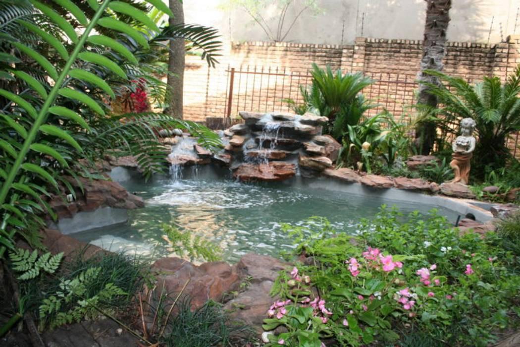 New Waterfall Bedfordview:  Garden by Isivande fish ponds,