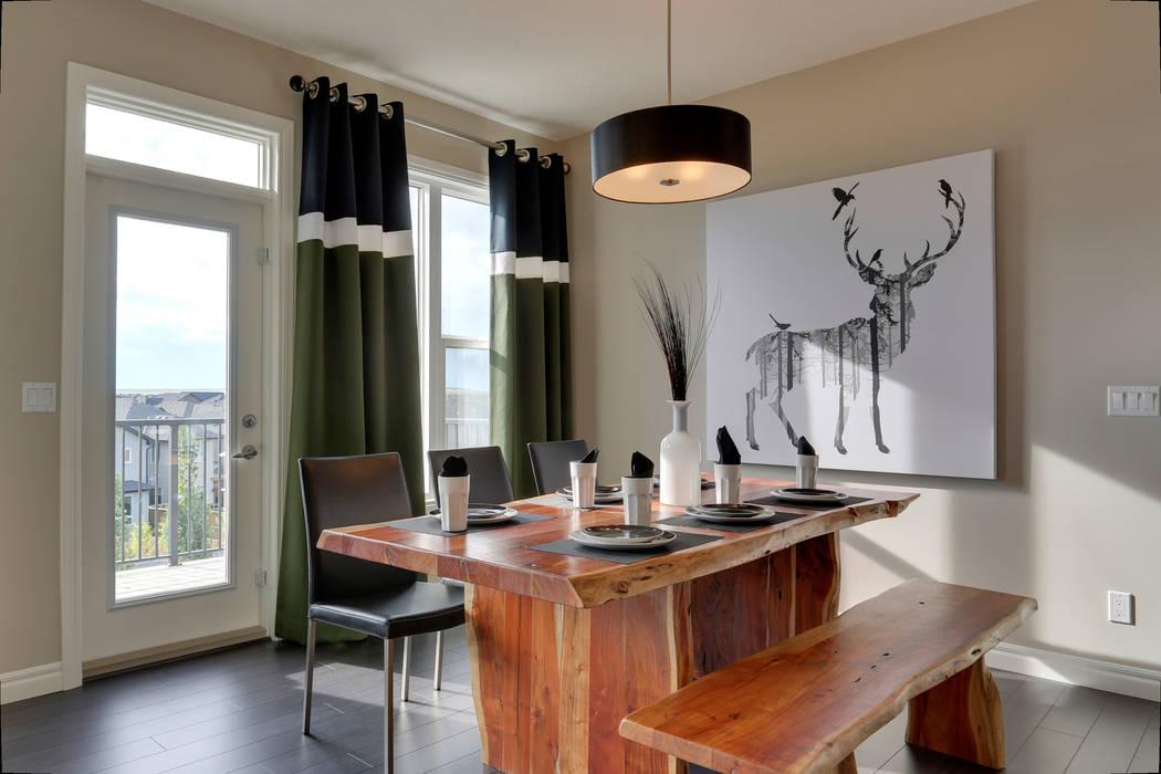 121 Hillcrest Drive:  Kitchen by Sonata Design,Modern