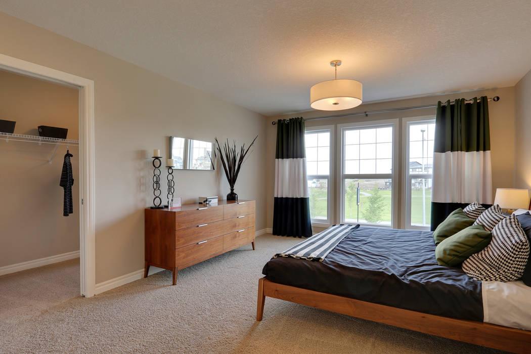 121 Hillcrest Drive:  Bedroom by Sonata Design