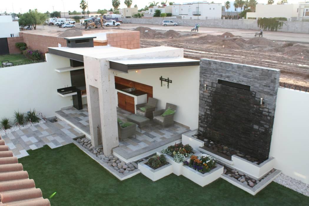Modern Terrace by Daniel Teyechea, Arquitectura & Construccion Modern