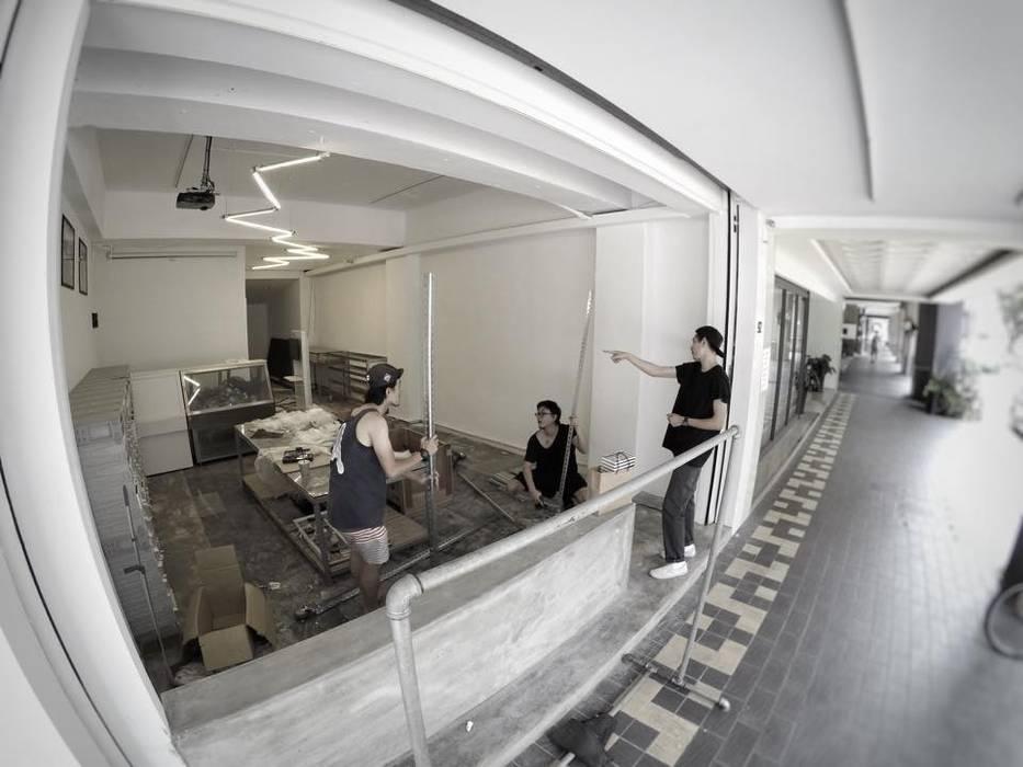 美式單車品牌 . 服飾店Nabiis :  辦公大樓 by 光島室內設計