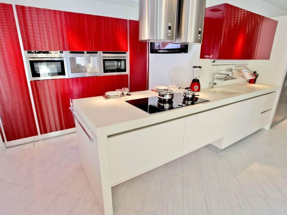 Cocina bicolor de diseño italiano.: de estilo de cocinas ...