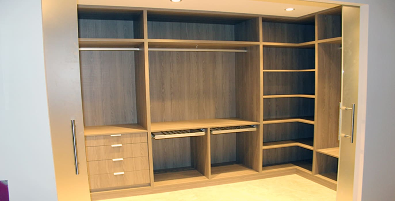 Dressing room by ARCOtectura, Minimalist