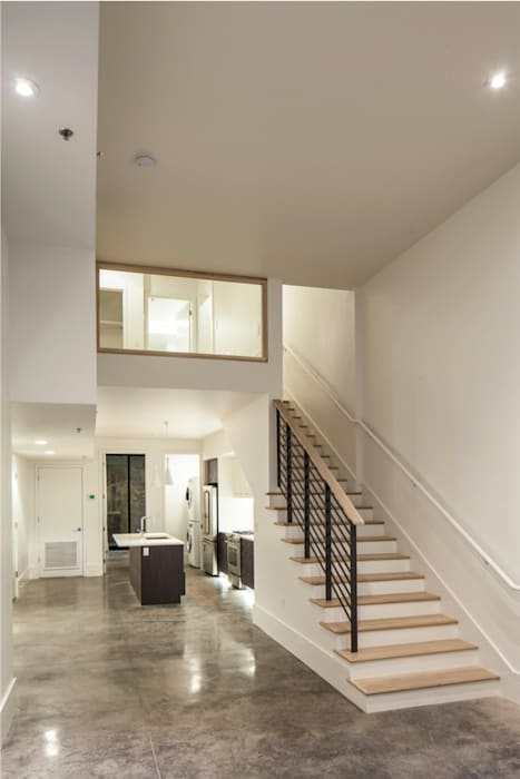 Natchez Street Mixed Use Structure, New Orleans:  Corridor & hallway by studioWTA