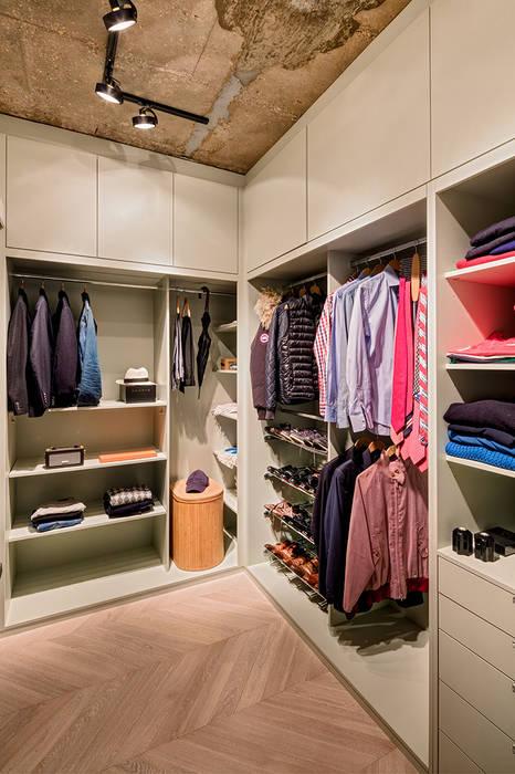 Walk-in Wardrobe:  Dressing room by Warret & Jullion, Scandinavian