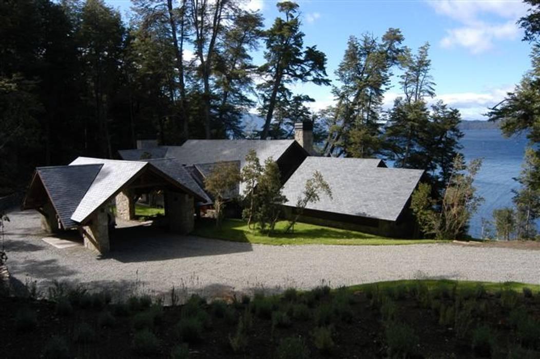 Modern houses by Sidoni&Asoc Modern