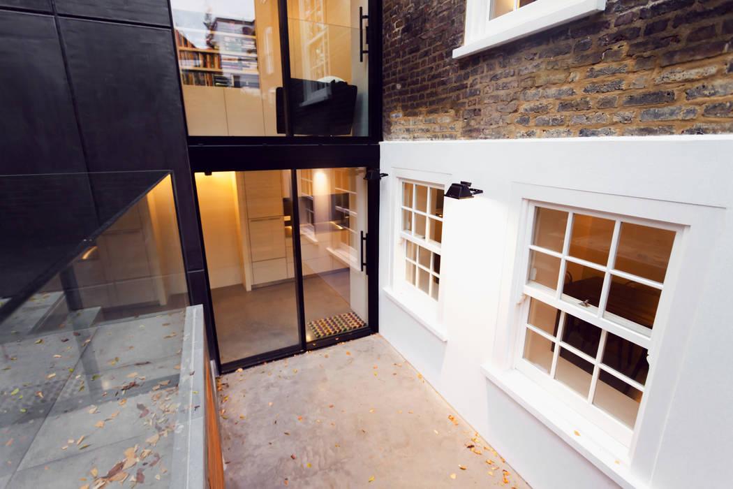 Fantastic New Windows & Doors. Diamond Constructions Ltd Modern houses