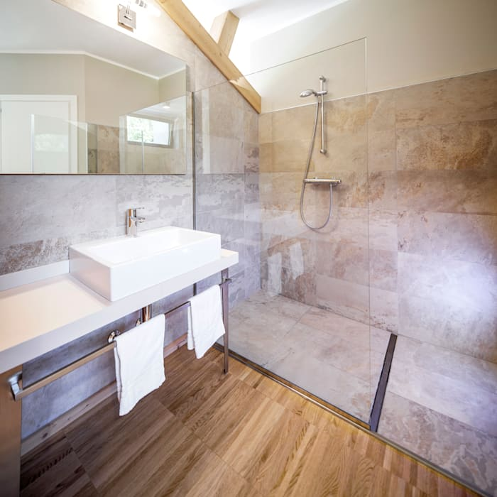 AGRITOURISM Modern bathroom by raro Modern