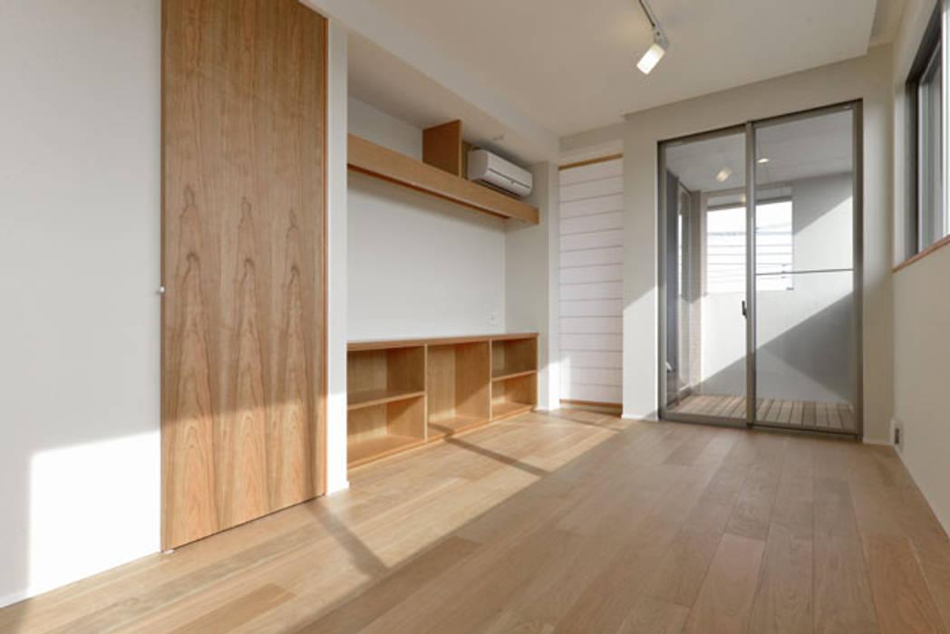ヒカリとミドリの家: 株式会社Fit建築設計事務所が手掛けた和室です。