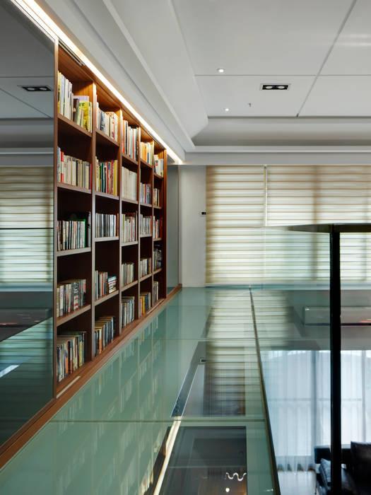 Light House- 舊屋翻新:  書房/辦公室 by 光島室內設計