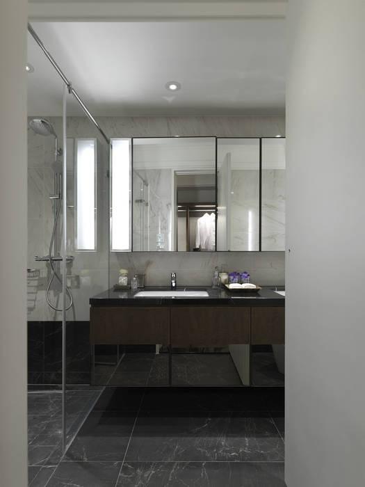 英式古典情挑:  浴室 by 大荷室內裝修設計工程有限公司