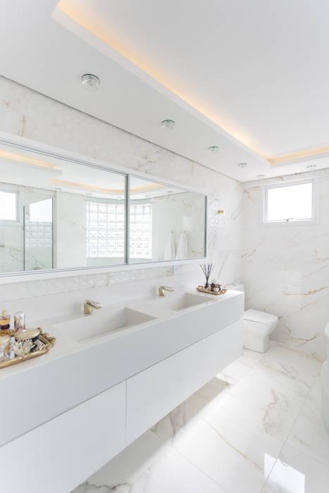 Baños de estilo minimalista de Cassiana Rubin Arquitetura Minimalista Mármol