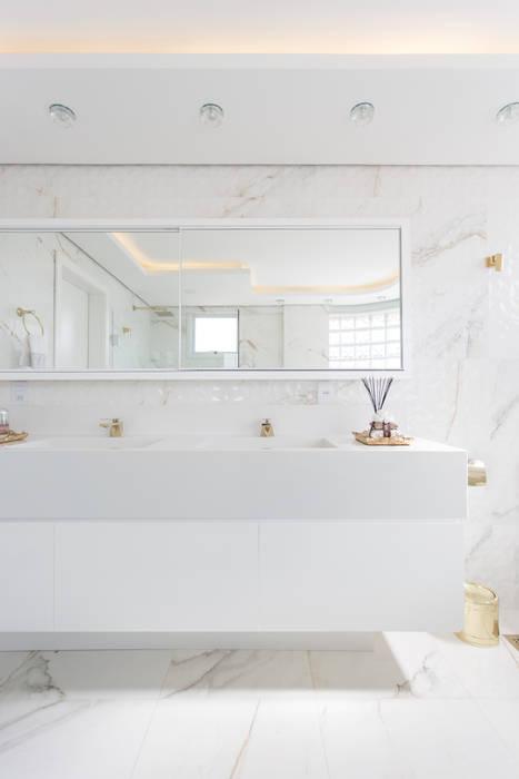 Baños de estilo minimalista de Cassiana Rubin Arquitetura Minimalista