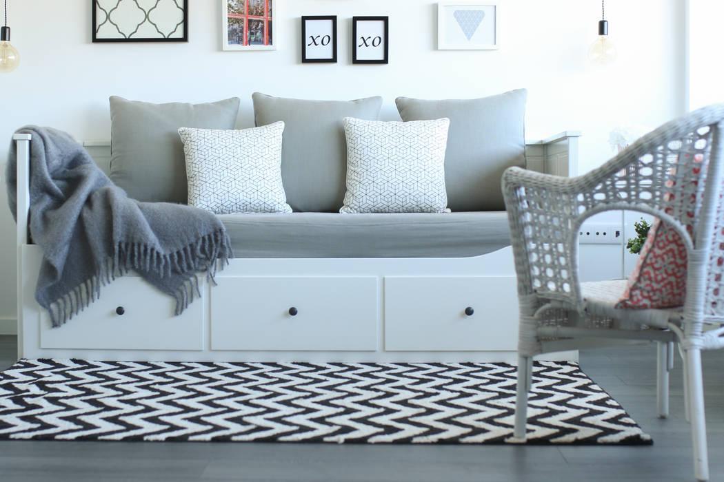 Scandinavian style living room by Perfect Home Interiors Scandinavian