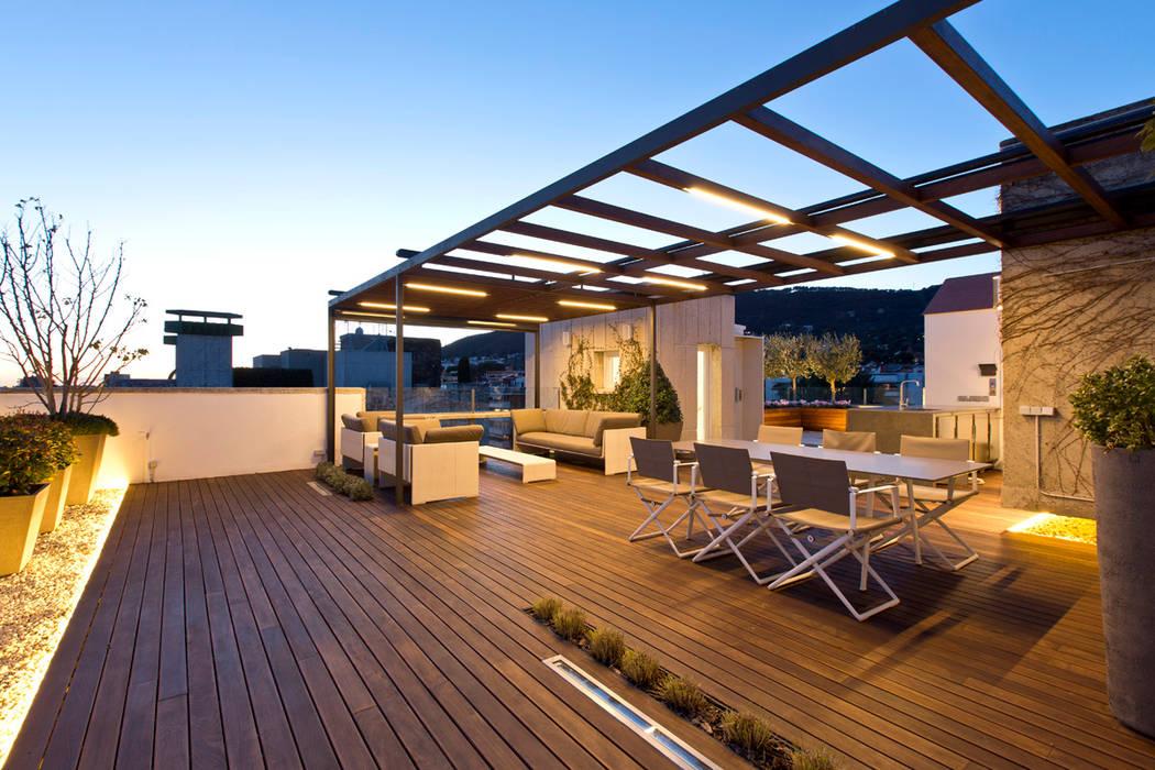 Terraza en Barcelona Balcones y terrazas de estilo moderno de Garden Center Conillas S.L Moderno Madera Acabado en madera