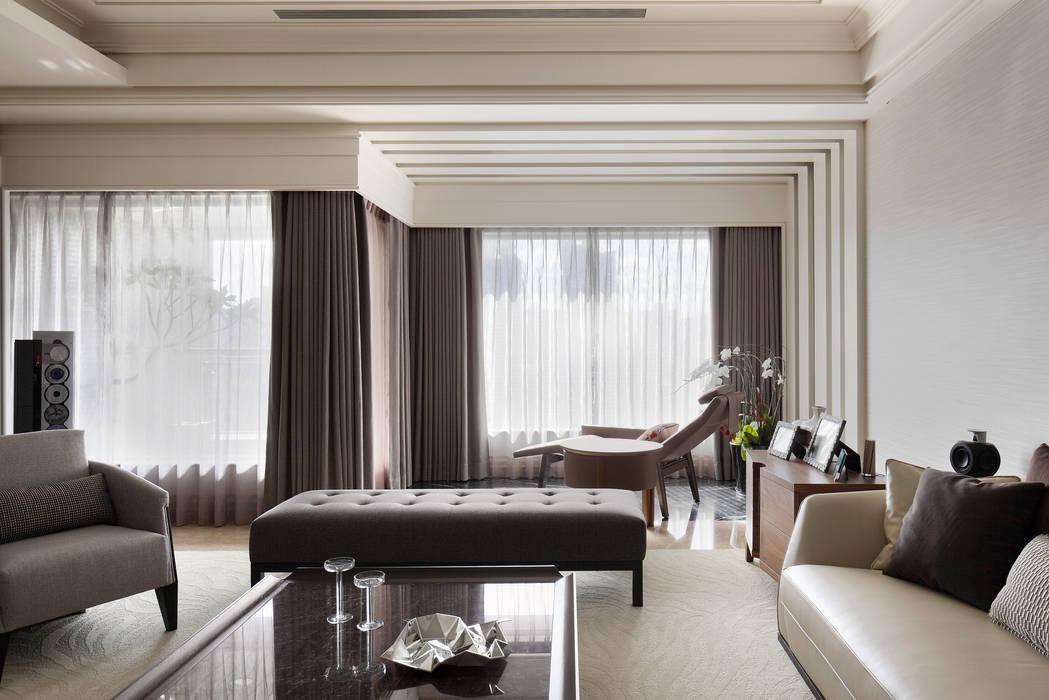 居悅:  客廳 by 大荷室內裝修設計工程有限公司