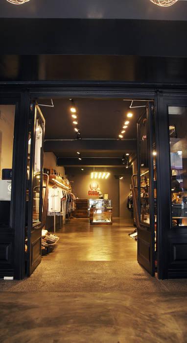英式紳士風格商業空間:  酒吧&夜店 by 光島室內設計