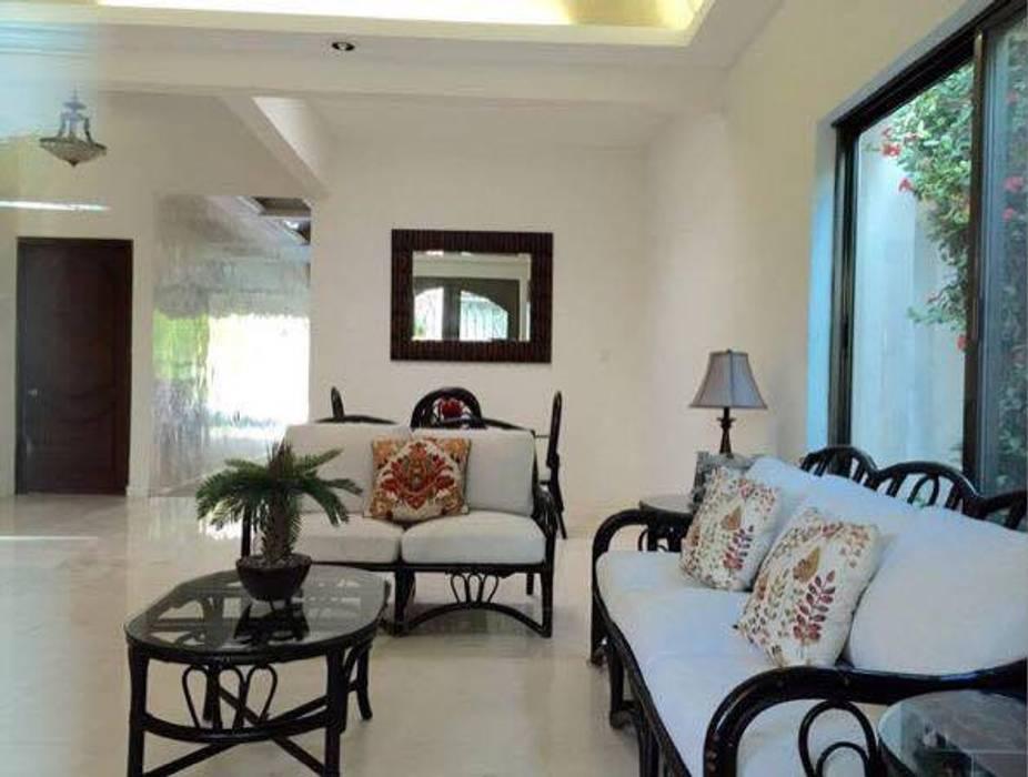 "CASA ""LA PICCOLA ITALIA"": Salas de estilo topical por SG Huerta Arquitecto Cancun"