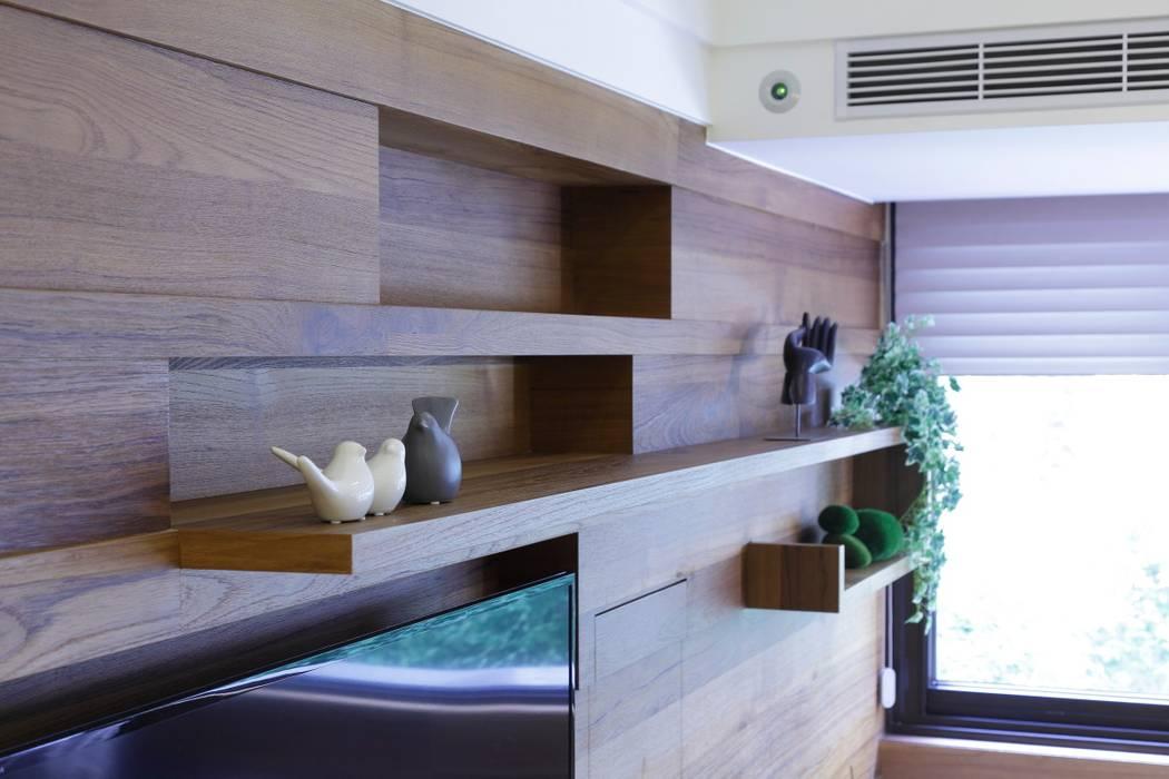 與陽光的約會:  客廳 by 大荷室內裝修設計工程有限公司