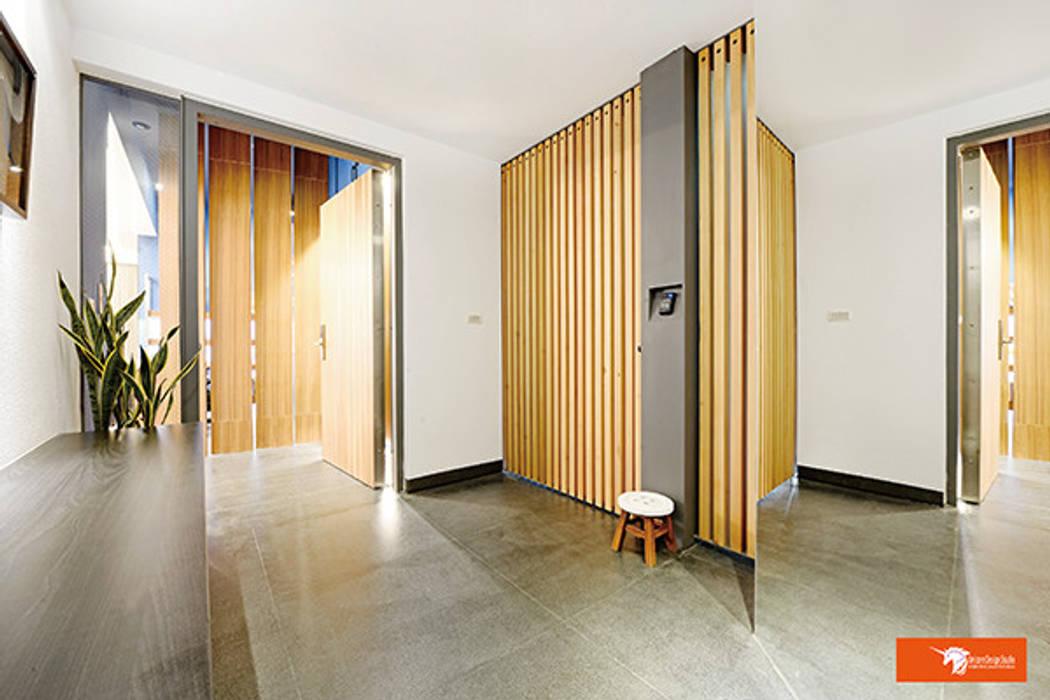 Hành lang, sảnh & cầu thang phong cách chiết trung bởi Unicorn Design Chiết trung