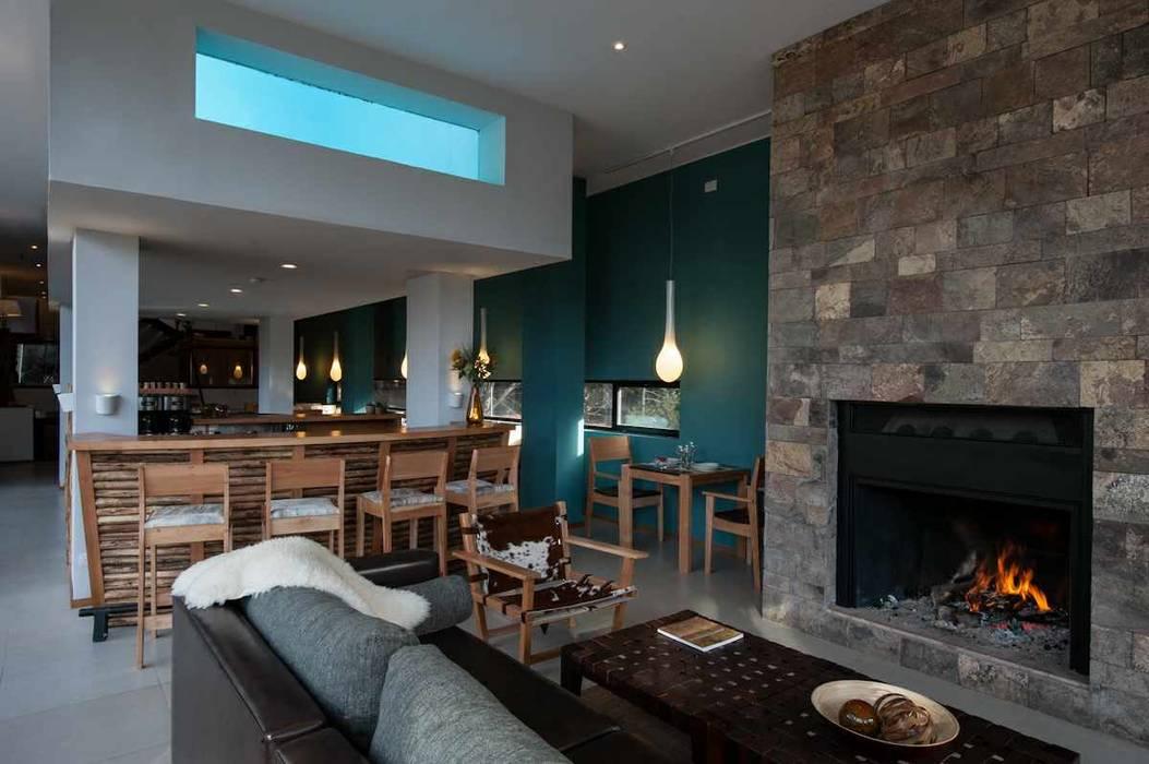 Estar comedor Hoteles de estilo moderno de INTEGRAR DISEÑO Moderno