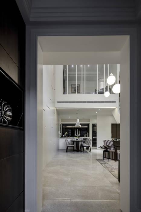 三代同堂度假別墅 現代風玄關、走廊與階梯 根據 大荷室內裝修設計工程有限公司 現代風