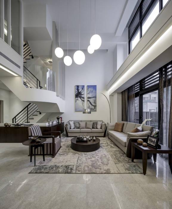 三代同堂度假別墅:  客廳 by 大荷室內裝修設計工程有限公司,