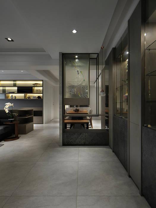 關於家的體感溫度 現代風玄關、走廊與階梯 根據 大荷室內裝修設計工程有限公司 現代風