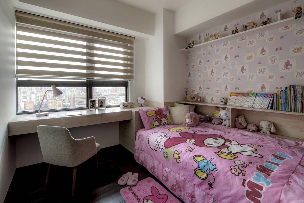 洗滌身心。療癒自然宅:  臥室 by 大荷室內裝修設計工程有限公司