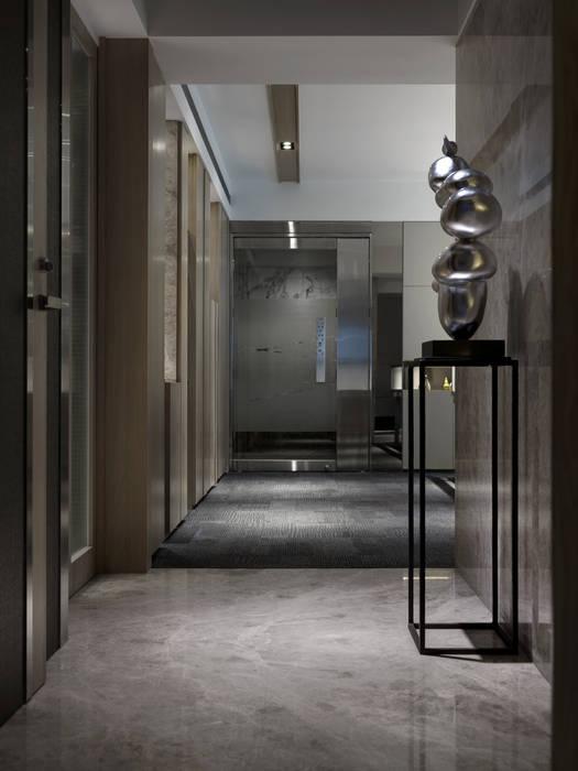 工作空間的最大值 現代風玄關、走廊與階梯 根據 大荷室內裝修設計工程有限公司 現代風