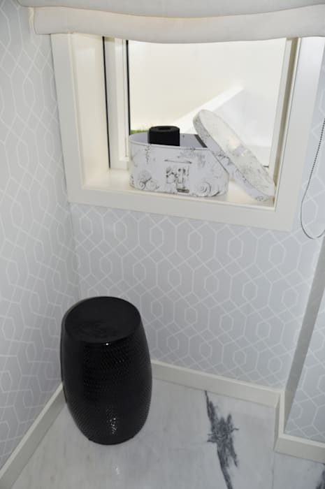 Baños de estilo  de Perfect Home Interiors