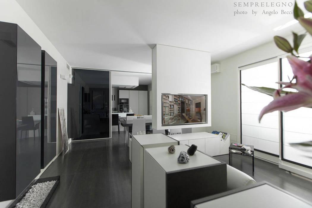 Arredamento su misura per soggiorno moderno con zona pranzo integrata Falegnameria Semprelegno: Soggiorno in stile in stile Minimalista di Semprelegno
