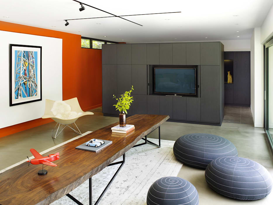 Pool House Modern living room by +tongtong Modern