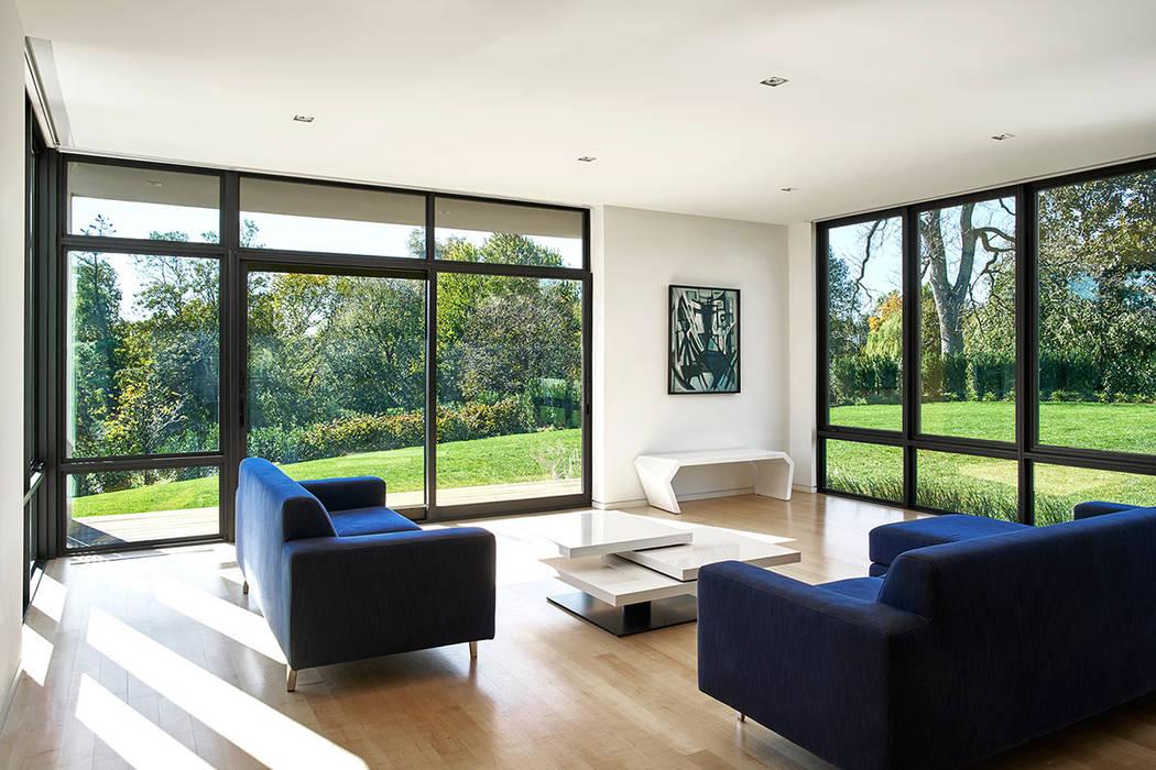 Ruang Keluarga oleh KUBE Architecture