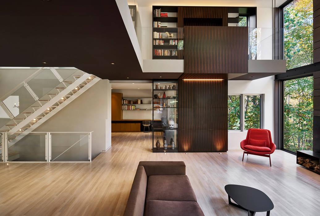 Moderne woonkamers van KUBE Architecture Modern