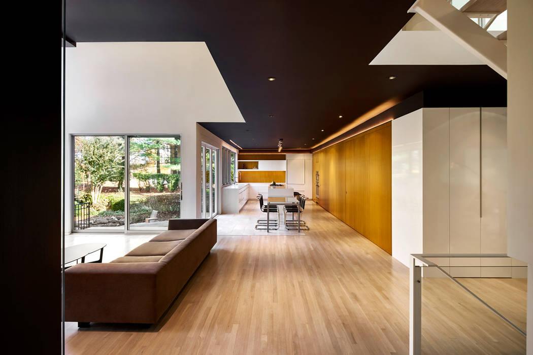 Moderne keukens van KUBE Architecture Modern
