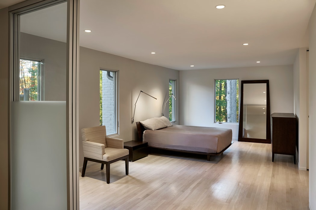 Smoky Quartz Modern Bedroom by KUBE Architecture Modern
