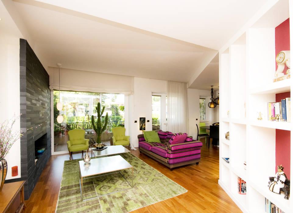 Ausgefallene Wohnzimmer von Fabiola Ferrarello architetto Ausgefallen Holz Holznachbildung