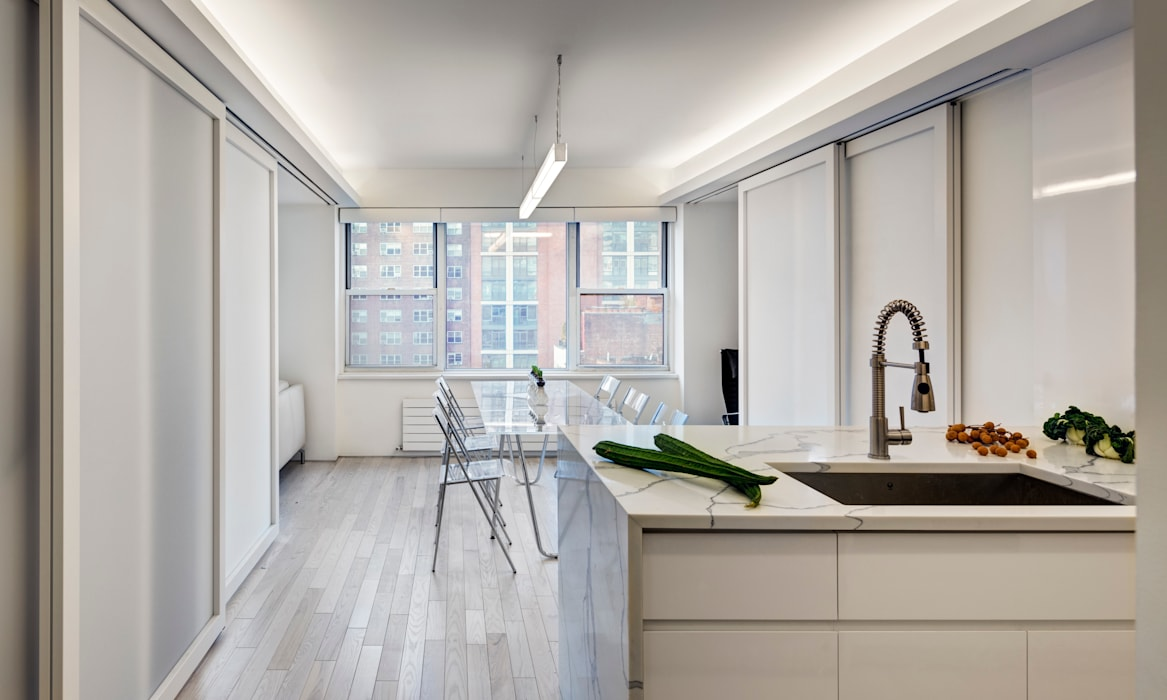 Open Plan Kitchen with Sliding Doors in Mid-Way Position:  Dining room by Lilian H. Weinreich Architects,
