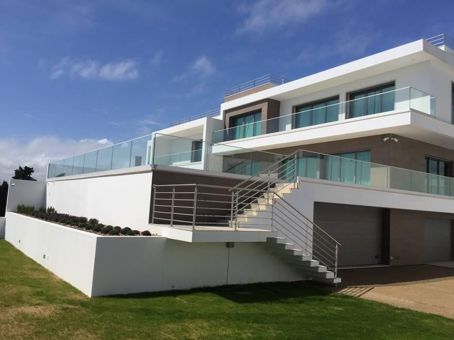 Moradia bifamiliar em Cruz Quebrada Casas modernas por 2levels, Arquitetura e Engenharia, Lda Moderno