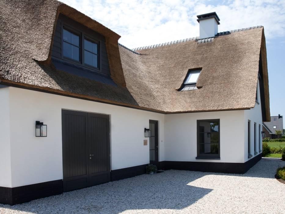 Modern houses by Groothuisbouw Emmeloord Modern