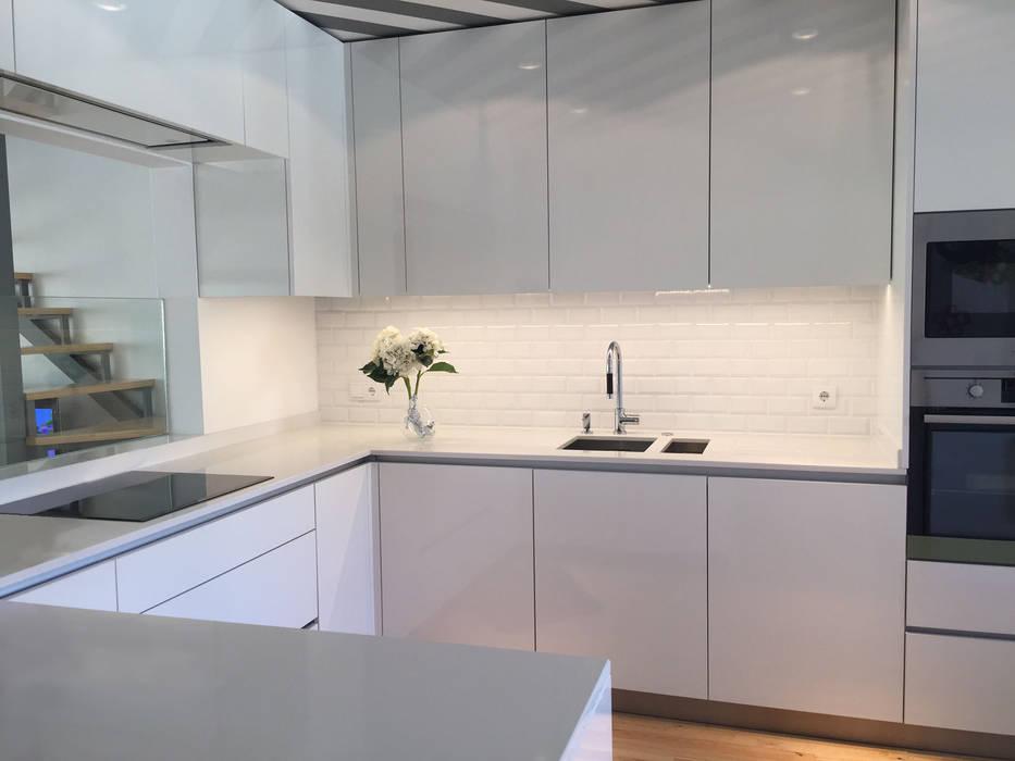 Casa familiar: Cozinhas  por Margarida Bugarim Interiores,Moderno