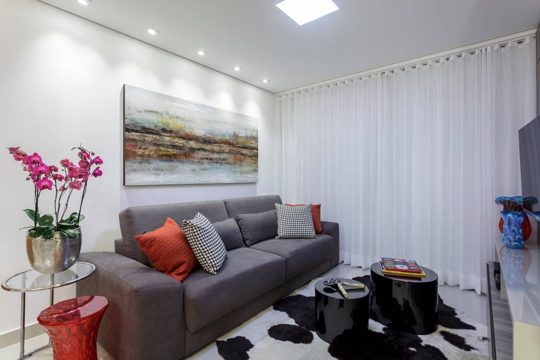 Salones eclécticos de JANAINA NAVES - Design & Arquitetura Ecléctico Compuestos de madera y plástico