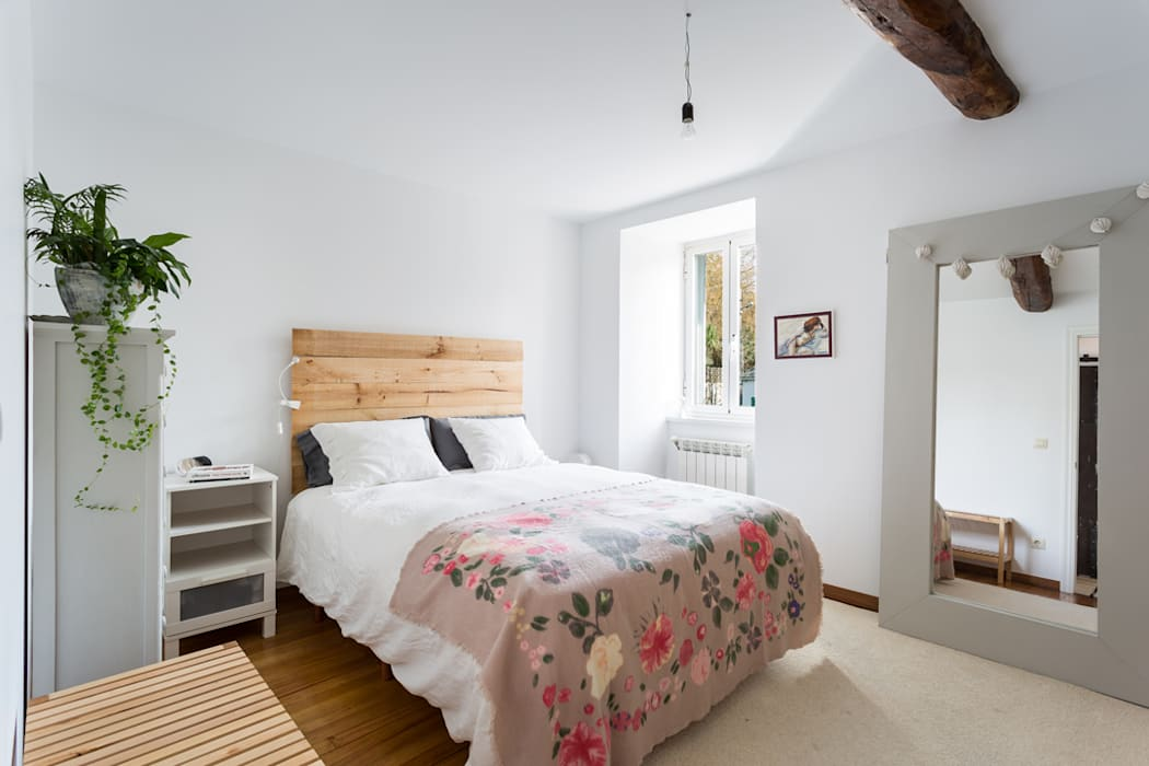 Bedroom by roomy showroom, Country